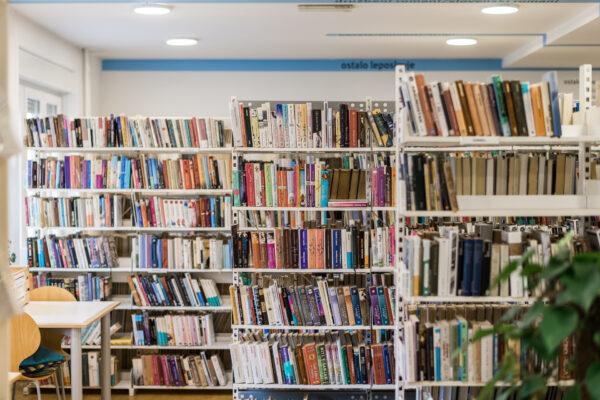 OBVESTILO: Knjižnica Miklova hiša je ponovno odprla svoja vrata! Zamudnino začnemo ponovno obračunavati s 1. marcem 2021