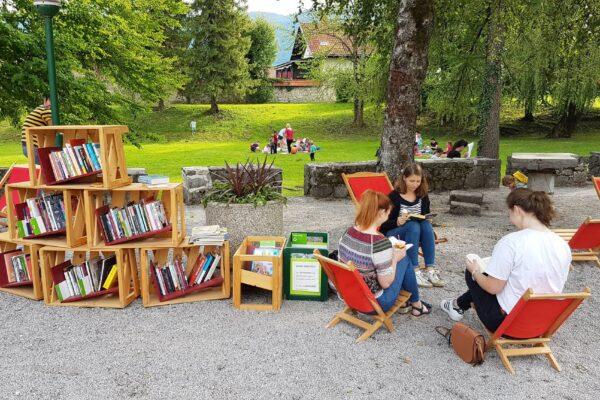 Knjižnica pod krošnjami na Županovemu dnevu